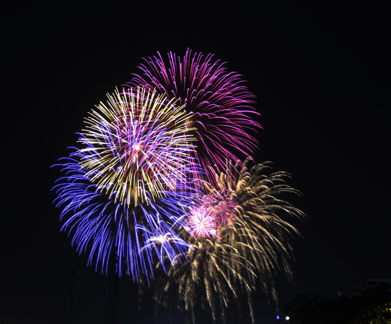 Pháo hoa rực sáng, lung linh trên bầu trời TP.HCM, chào năm mới 2018!