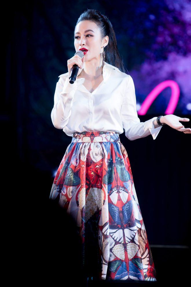 Angela Phương Trinh bất ngờ diện trang phục kín đáo đón năm mới tại Đà Nẵng - 2