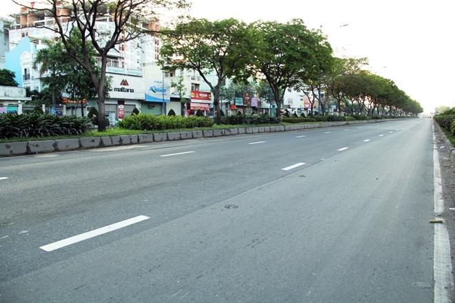 Phố phường Sài Gòn tĩnh lặng đến lạ thường trong ngày đầu năm mới