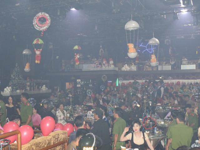 Trên 100 cảnh sát ập vào quán bar, gần 300 người bị mời lên làm việc