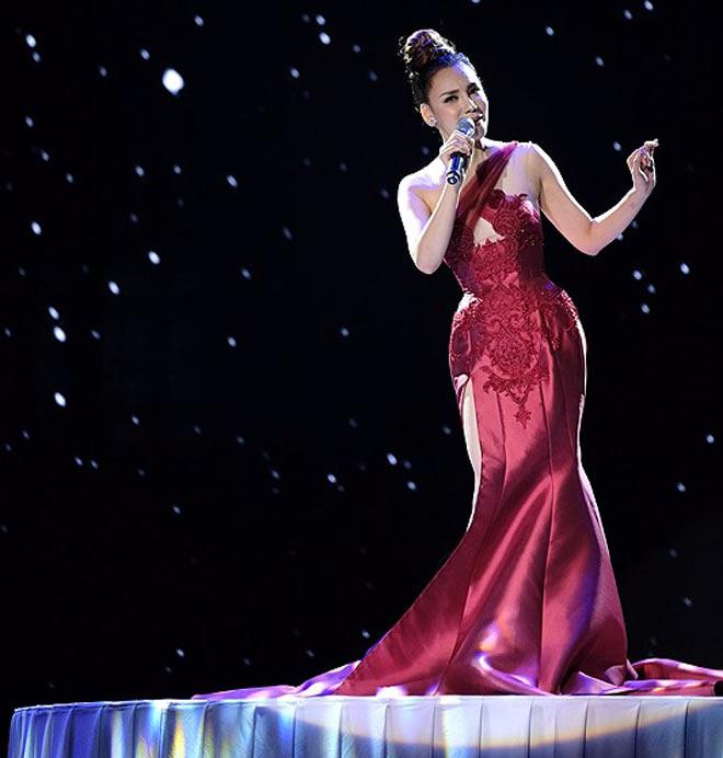 Hương Tràm, Tóc Tiên, Ngân 98 mặc sexy đón năm mới - 7