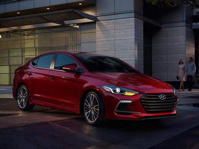 Hyundai Elantra Sport dự kiến có giá 688 triệu đồng - 1