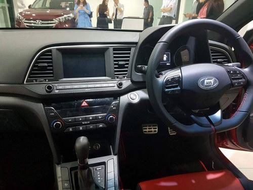 Hyundai Elantra Sport dự kiến có giá 688 triệu đồng - 2