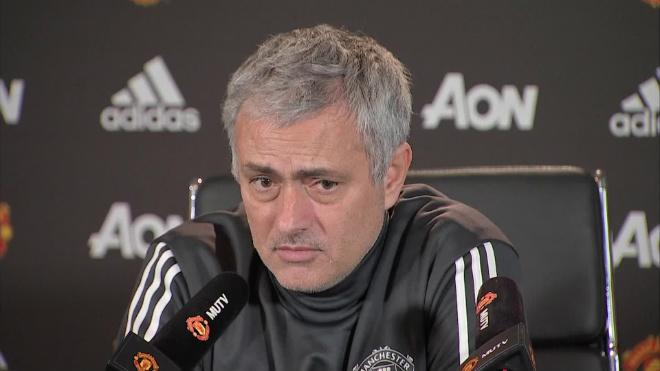 MU 300 triệu bảng vẫn ít: Mourinho thanh trừng, 9 sao sắp ra đường