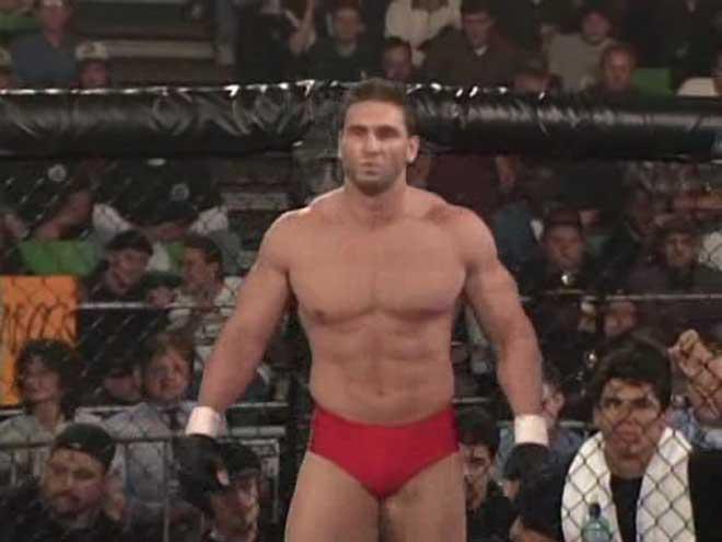 """Lò luyện """"quái thú"""" UFC: Ăn đòn bất tỉnh, nằm gai nếm mật ở Hang sư tử 1"""