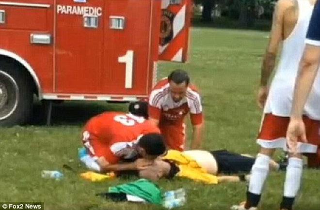 """Cầu thủ đấm chết trọng tài: Từ """"ám sát"""" như phim đến vụ kiện 51 triệu đô - 2"""