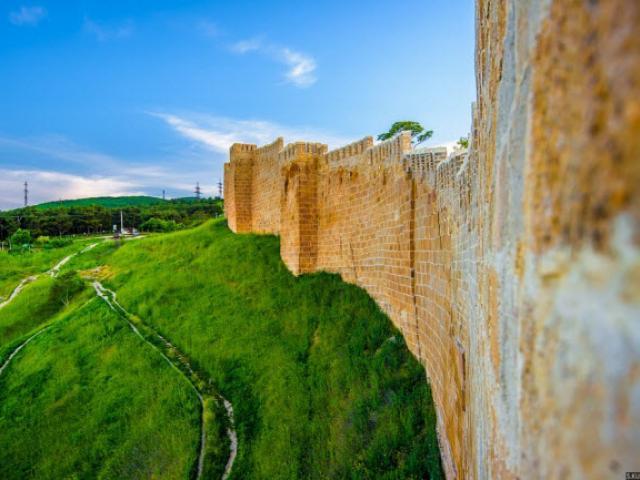 Khám phá thành phố của những bức tường thành đồ sộ hàng nghìn năm tuổi