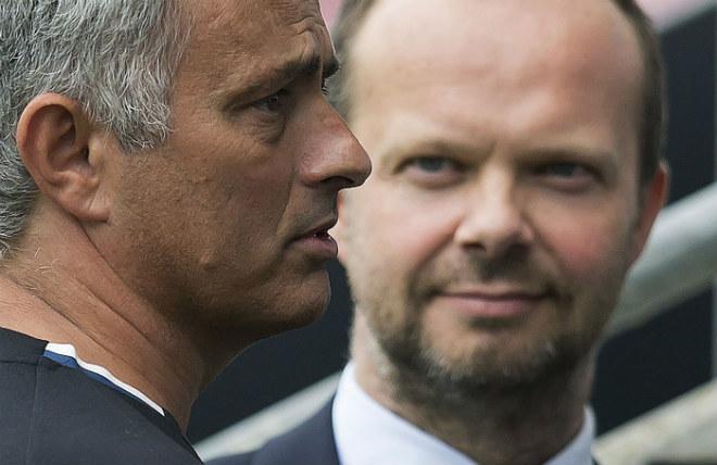 """MU đấu đá nội bộ: Mourinho """"bật"""" sếp lớn, triệu fan ủng hộ không mua Bale 1"""