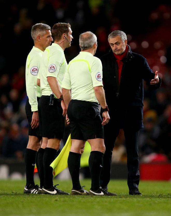 """MU chi nhiều, hay chả bao nhiêu: Vì Mourinho là """"Chúa hay gây chuyện""""? - 2"""