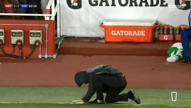 """Arsenal thoát thua Chelsea: Wenger bực trọng tài, Conte """"phát điên"""" vì Morata 3"""