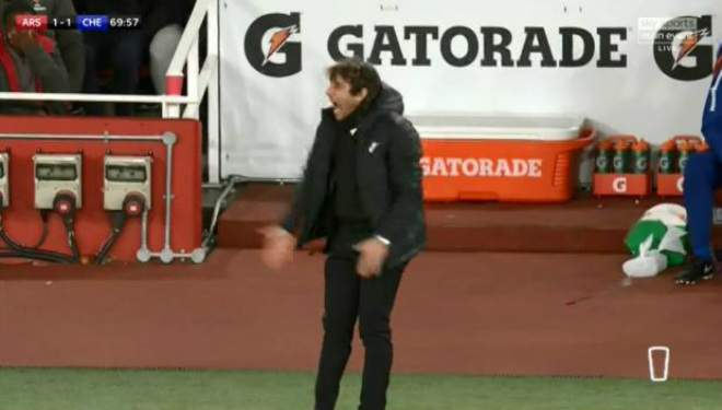"""Arsenal thoát thua Chelsea: Wenger bực trọng tài, Conte """"phát điên"""" vì Morata 5"""