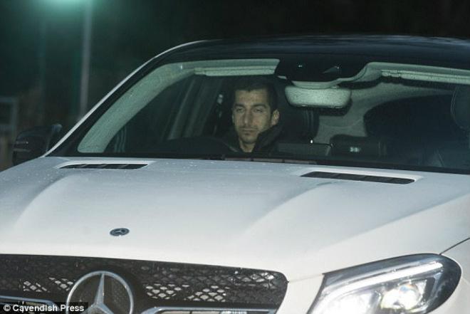 Mourinho vắt sức học trò: MU buông Ngoại hạng, quyết đoạt FA Cup? - 1