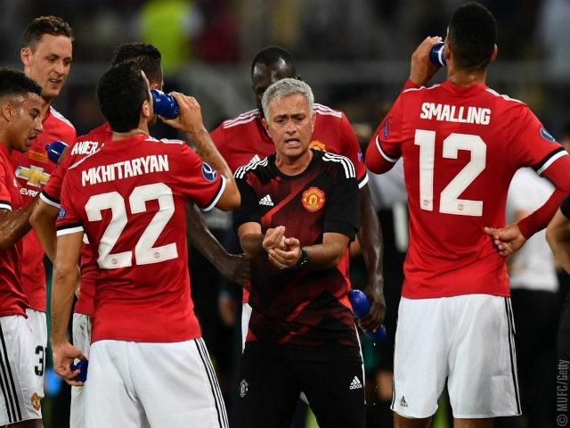 Mourinho vắt sức học trò: MU buông Ngoại hạng, quyết đoạt FA Cup? - 3
