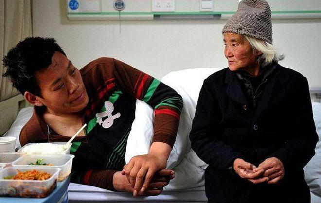 Người khổng lồ 2m16 gặp bi kịch: 14 tuổi cao 1m98, tài ngang Yao Ming 2