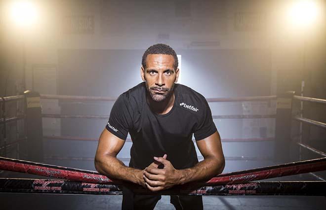 """Rio Ferdinand tung đòn boxing """"hiểm độc"""": Thách đấu mọi cao thủ 1"""