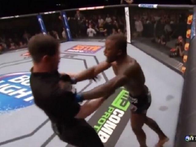 """""""Quái thú"""" boxing 2m13, 145 kg: 2 lần khiến Mike Tyson chạy """"mất dép"""" 4"""