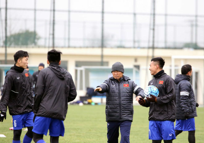 """U23 Việt Nam luyện công khí thế, thời tiết ủng hộ, nhận """"món quà"""" bất ngờ - 6"""