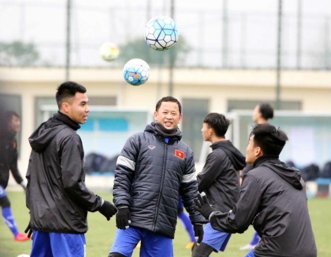 """U23 Việt Nam luyện công khí thế, thời tiết ủng hộ, nhận """"món quà"""" bất ngờ - 7"""