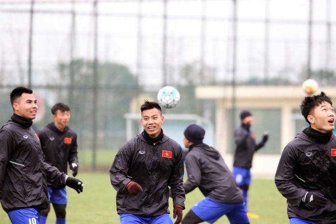 """U23 Việt Nam luyện công khí thế, thời tiết ủng hộ, nhận """"món quà"""" bất ngờ - 8"""