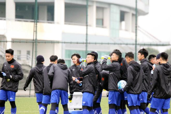 """U23 Việt Nam luyện công khí thế, thời tiết ủng hộ, nhận """"món quà"""" bất ngờ - 10"""