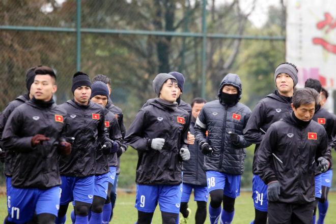 """U23 Việt Nam luyện công khí thế, thời tiết ủng hộ, nhận """"món quà"""" bất ngờ - 4"""