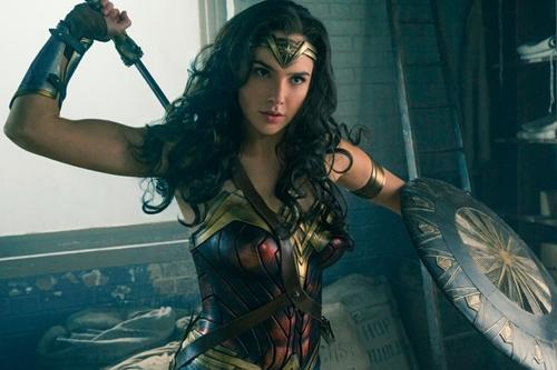 4 nữ siêu anh hùng gợi cảm từ trên phim ảnh đến đời thực - 8