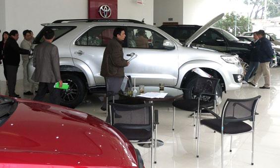 Kinh nghiệm mua sắm ô tô dịp cận Tết