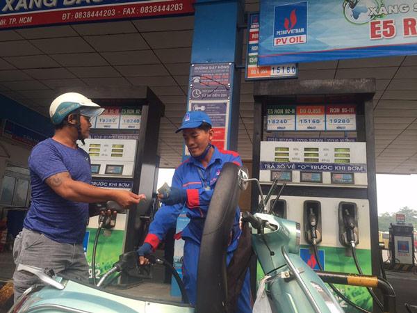Tăng giá xăng A95 để khuyến khích dùng xăng E5 - 1