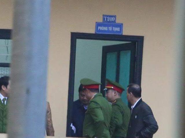 Những hình ảnh đầu tiên của bị cáo Đinh La Thăng, Trịnh Xuân Thanh tại tòa - 1