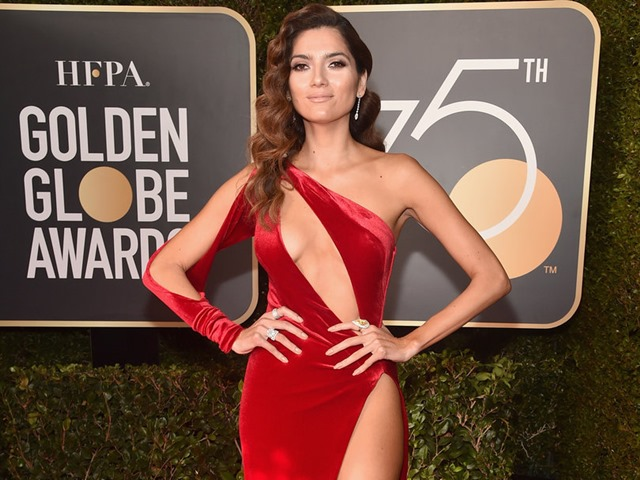 Những bộ cánh đốt mắt của mỹ nhân sexy nhất Quả Cầu Vàng 2018