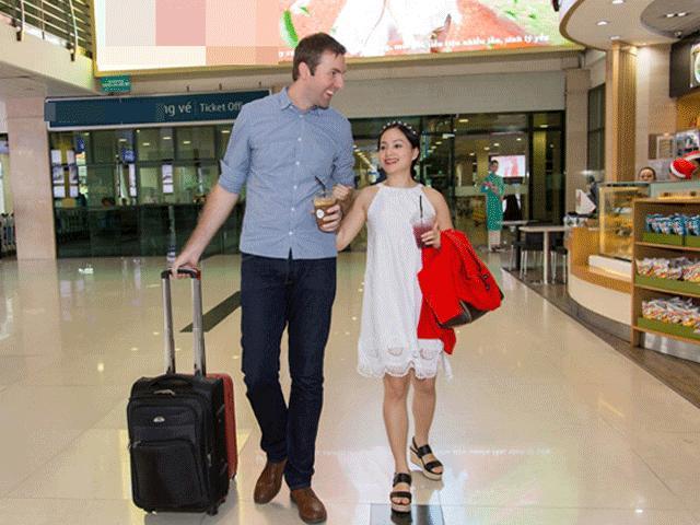 """Những cặp """"đũa lệch"""" trong showbiz Việt"""