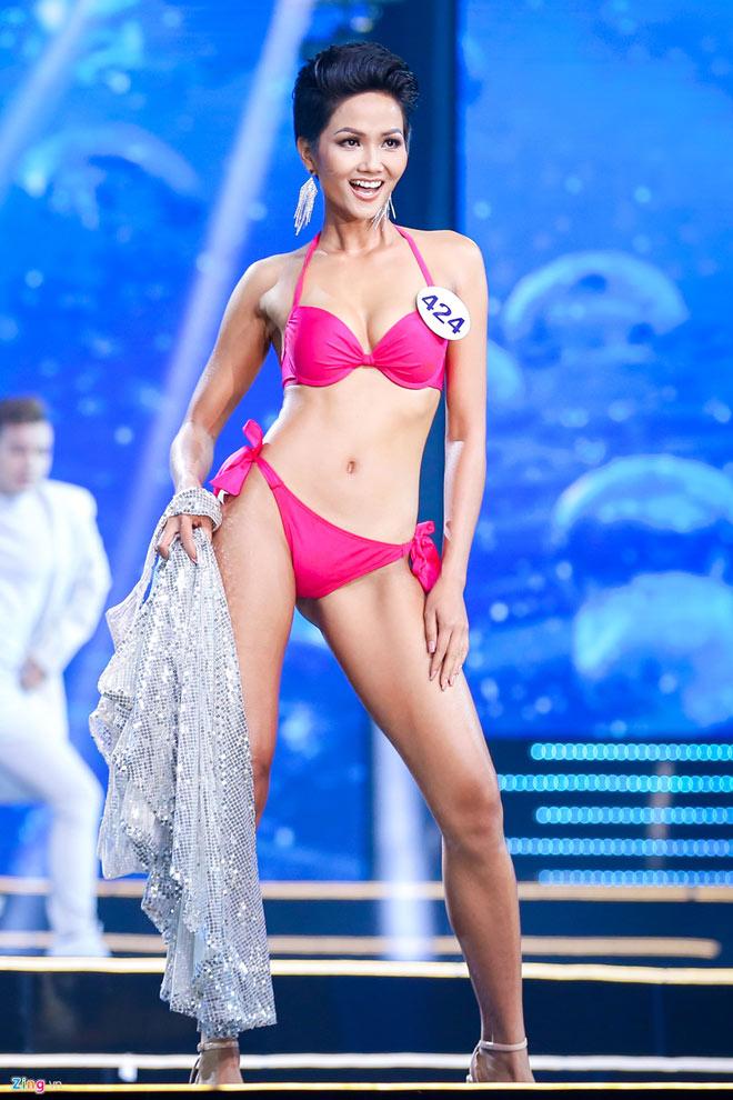 Cô em gái đẹp lạ của tân Hoa hậu Hoàn vũ nóng bỏng - 1
