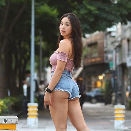 Đường cong vạn người mê của cô béo gợi cảm nhất xứ Đài - 14