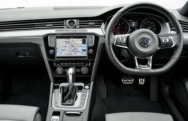 Volkswagen Passat 2018 có giá khởi điểm 700 triệu đồng - 3