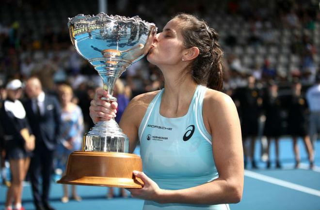 "Tennis 24/7: Federer ""cặp kè"" Sharapova, săn 2 kỷ lục ở Australian Open 5"
