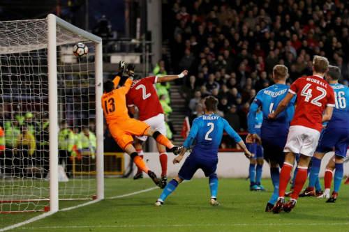 Chi tiết Nottingham - Arsenal: Walcott dứt điểm vô vọng (KT) 19