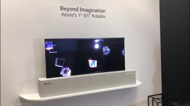 Video: LG OLED TV 65-inch cuộn lại như làm ảo thuật