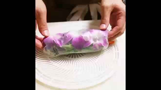Gỏi cuốn Việt Nam nhân hoa xinh lung linh nơi đất Mỹ