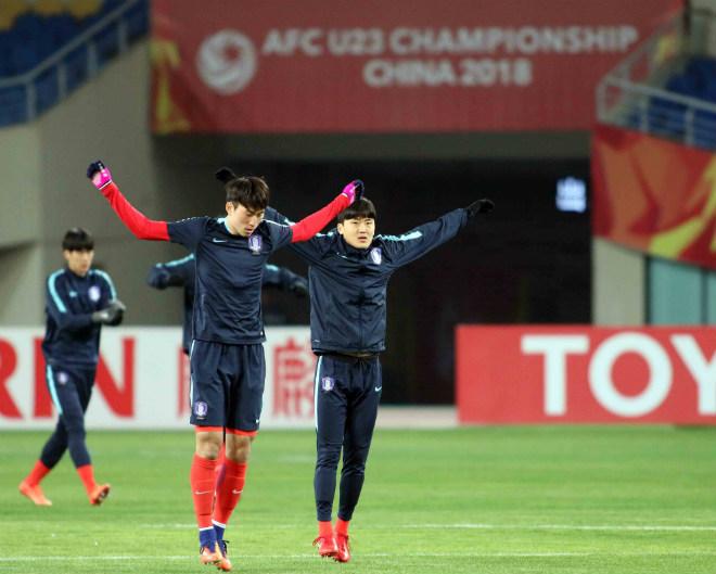 """HLV U23 Hàn Quốc """"căng thẳng"""" trước giờ đấu U23 Việt Nam - 6"""