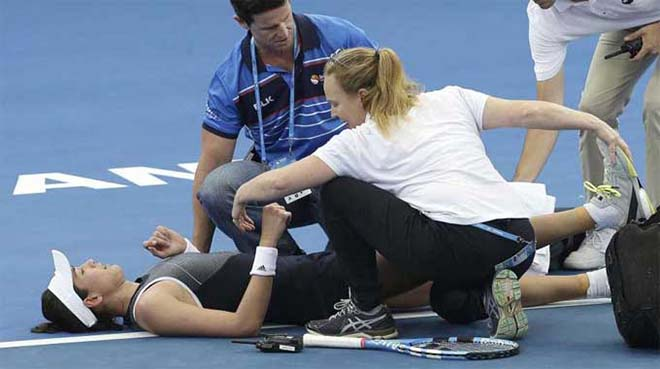 Nước mắt mỹ nhân tennis: Đau đớn quằn quại trước Australian Open 1
