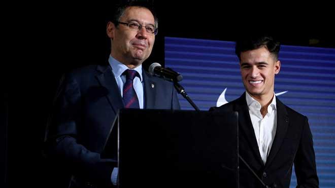 Coutinho ra mắt Barca: Mặc áo đấu huyền thoại, kết bè phái Messi