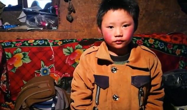 Cậu bé TQ bị đóng băng toàn bộ tóc vì trời giá rét - 2