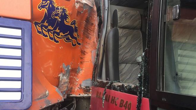 Kinh hoàng xe buýt rượt đuổi xe container giữa phố SG - 3