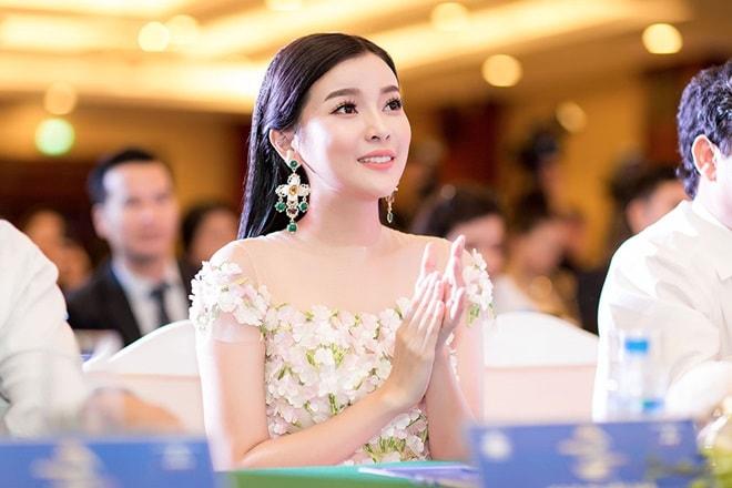 """Á hậu """"siêu vòng 3"""" Khánh Phương khoe hình thể thắt đáy lưng ong - 3"""