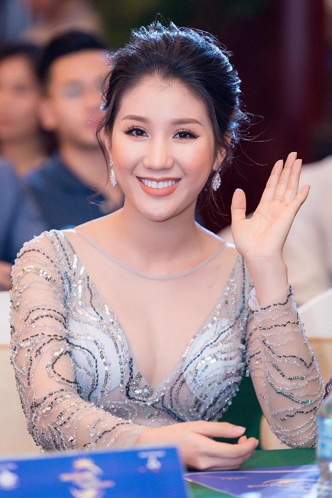 """Á hậu """"siêu vòng 3"""" Khánh Phương khoe hình thể thắt đáy lưng ong - 6"""