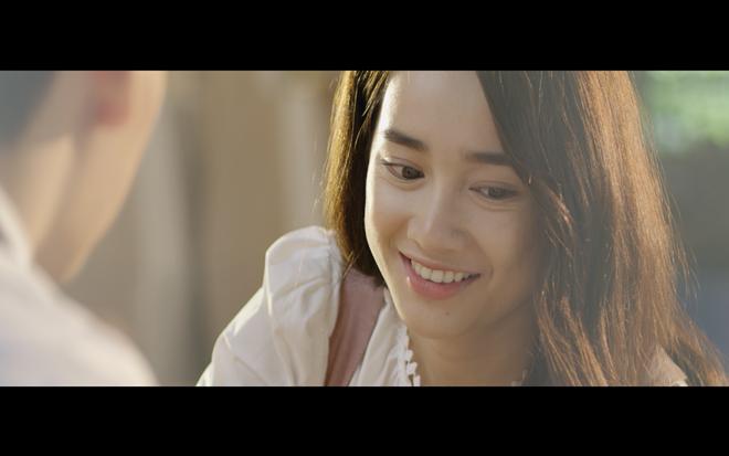 Nhã Phương bó ngực giả trai trong MV mới