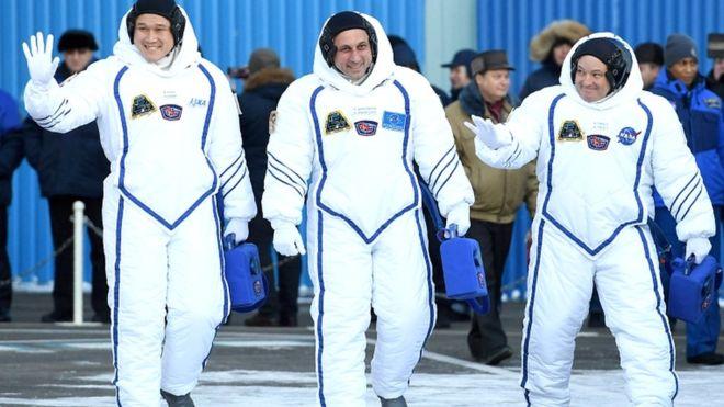 Thấy mình cao hơn 9cm sau 3 tuần, phi hành gia sợ không thể về Trái đất