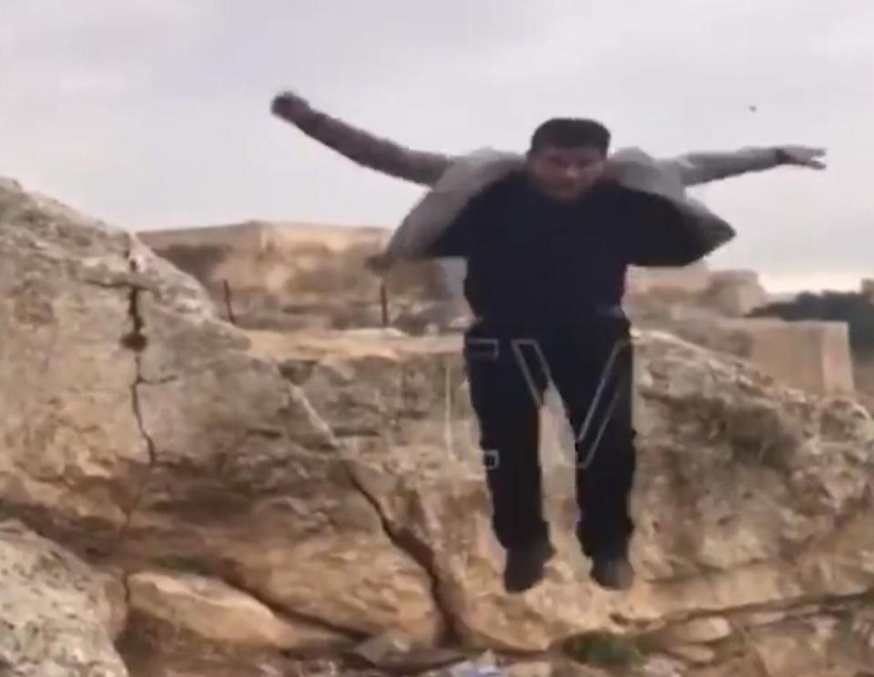Thổ Nhĩ Kỳ: Nhảy trên vách núi chụp ảnh, rơi 50m tử vong - 1