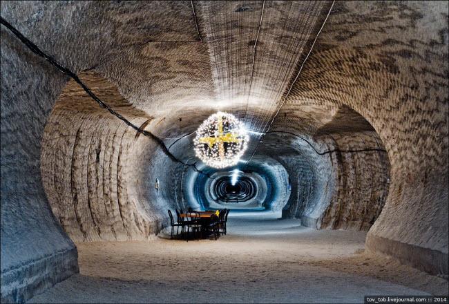 Choáng ngợp vẻ đẹp như ngoài hành tinh bên trong hang động muối khổng lồ - 14