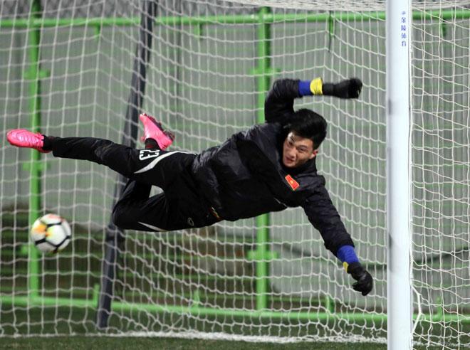 """U23 Việt Nam: HLV Park Hang Seo lo nhất """"người gác đền"""" - 7"""